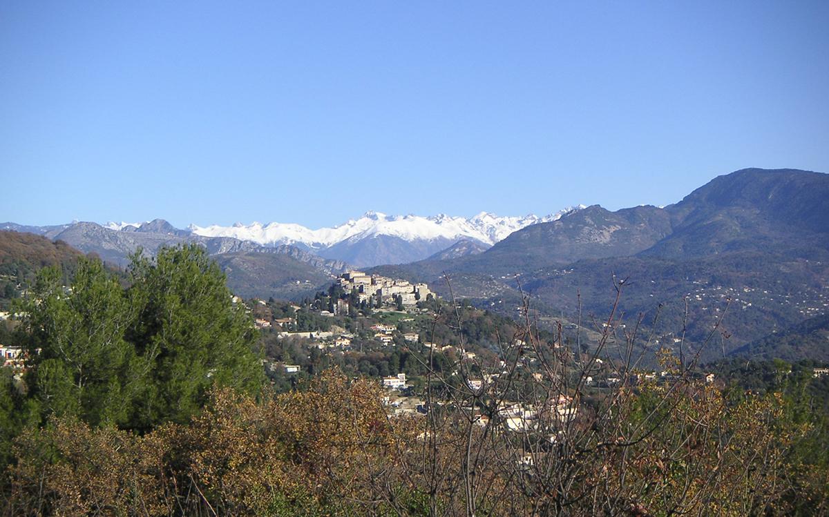 caros village